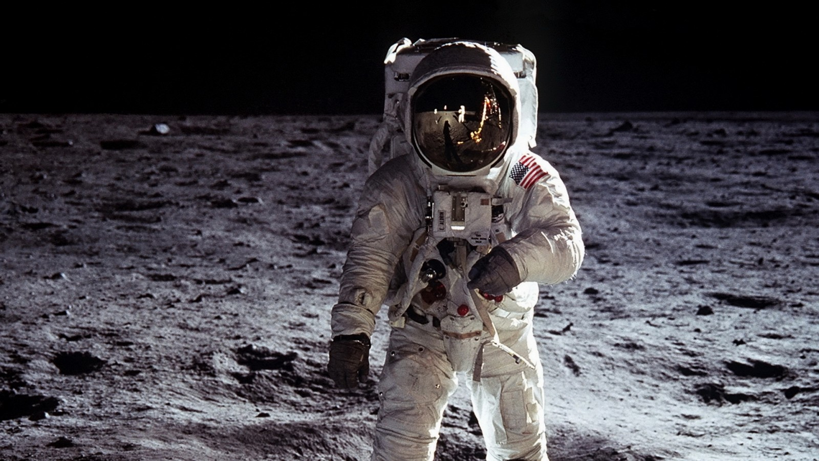 astronaut-outer-space-moon-nasa-astronauts-free-208100